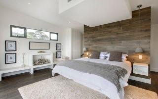 Декорирование ламинатом стены в спальной комнате