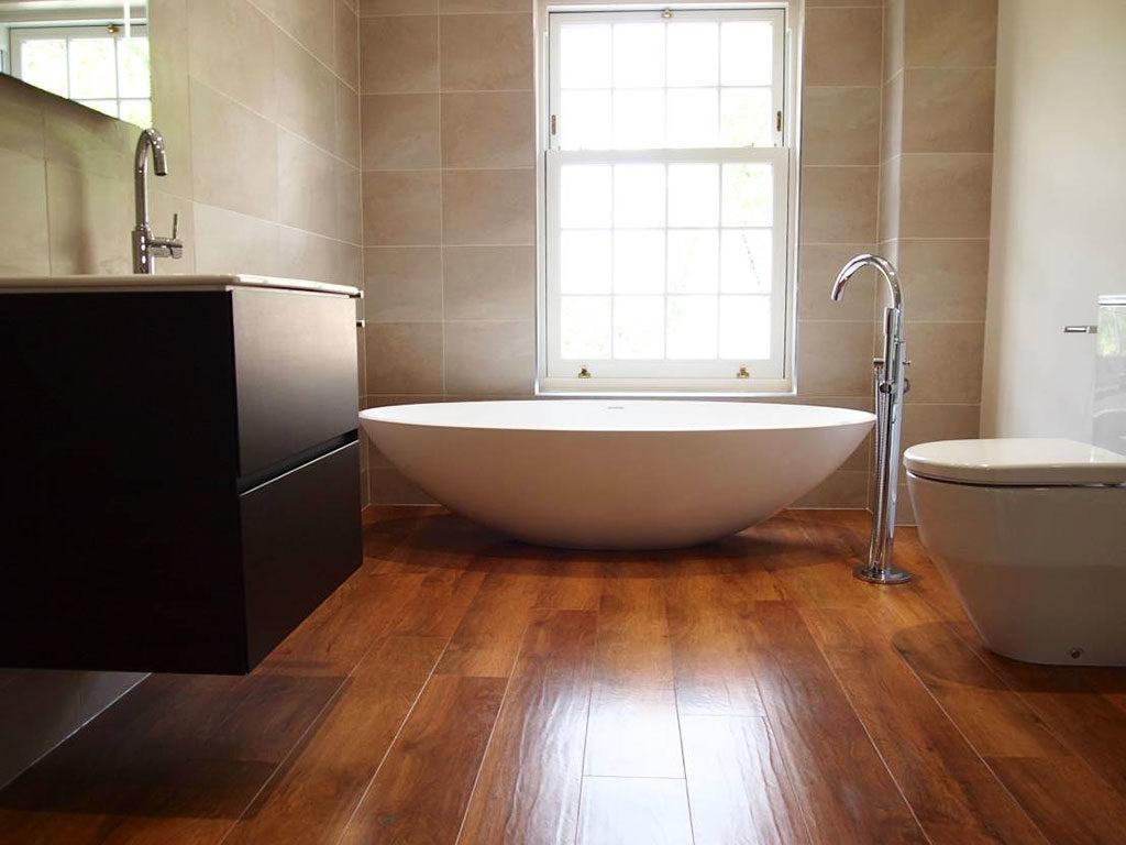 Влагостойкий ламинат в ванной
