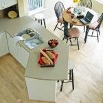 Влагостойкий ламинат в кухне