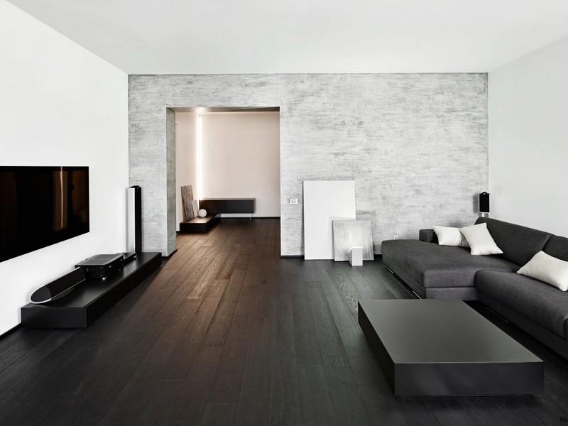 Черный ламинат в сочетании со светлыми стенами