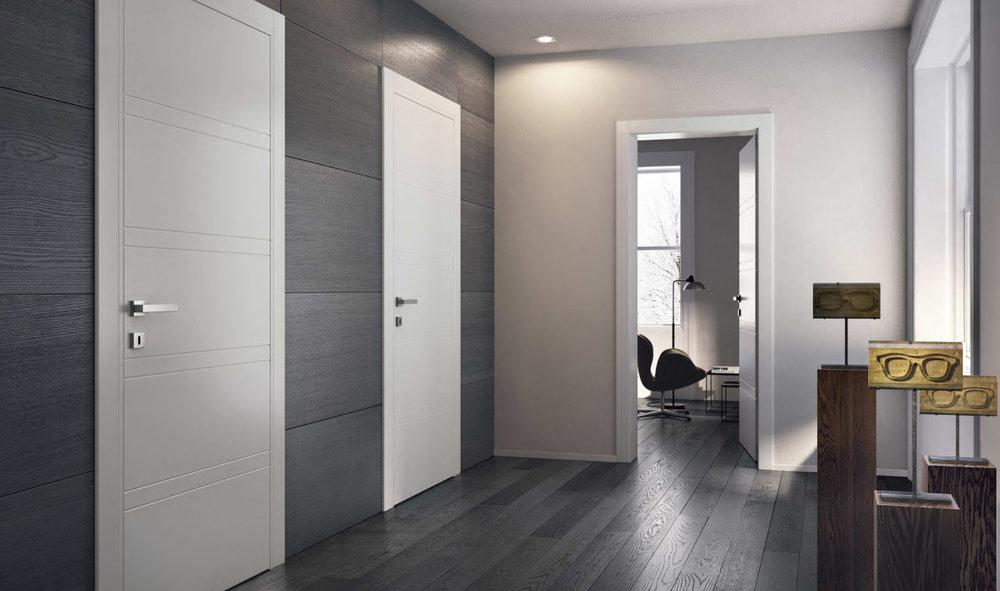 Темный ламинат и светлые двери