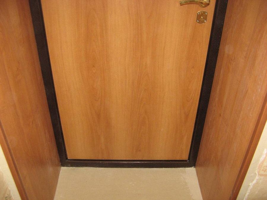 Дверные откосы, отделанные ламинатом